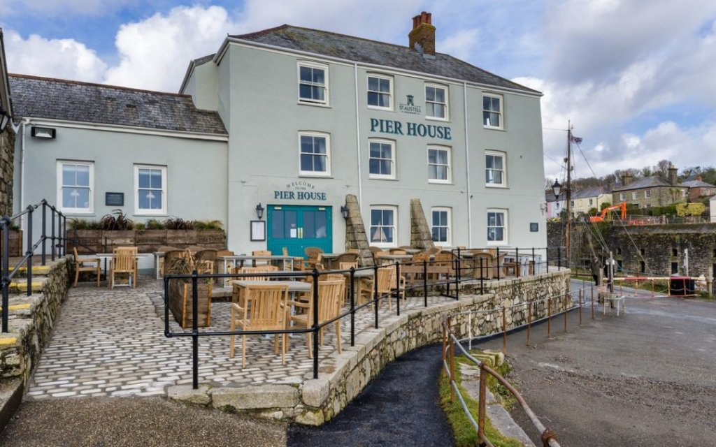 The Pier House Hotel (Charlestown)